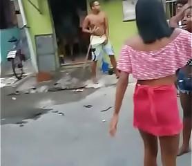 Ela gosta de apanhar essa puta cachorra toma puta naum pediu