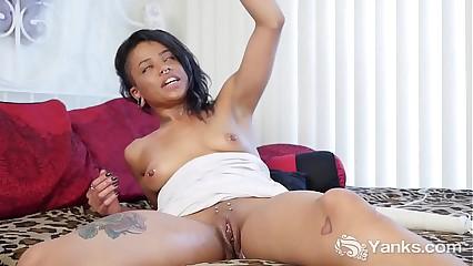 Yanks Ebony Jessica Creepshow Toys Her Cunt