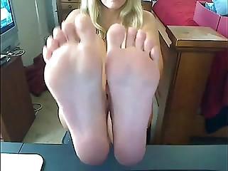 Blonde Babe Shows Feet On Webcam-chaturbaten.com