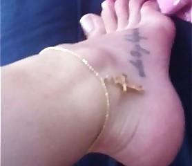 Novinha mostrando os pezinhos Feet 36 Brasil podo