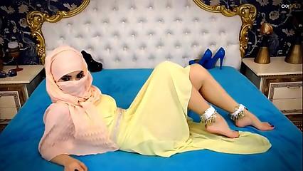 Webcam Arab hijab tease sexy feet