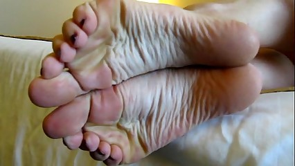 Hot girl - Â¿Are you enjoying my feet?