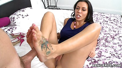 Sucking Rachel Starrs Toes