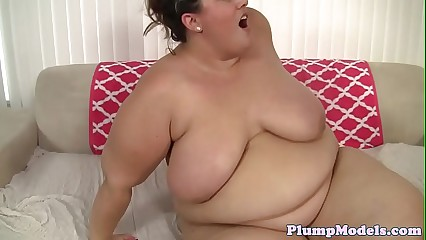 Deepthroating ssbbw gets fucked deeply