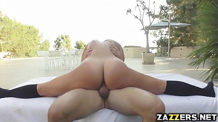Sexy Kelsi twerking on her big juicy ass