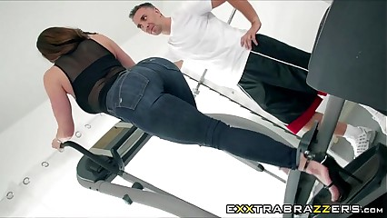 Perver Personal Trainer fucked to Kendra Lust