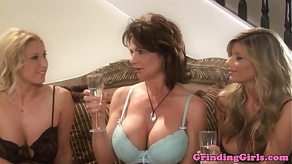 Bigtitted lesbian straponfucked in threeway