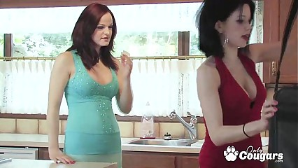 MILF uses the internet to seduce a girl into her first lesbian scissoring