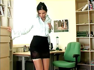Sexy secretary masturbates in sheer stockings