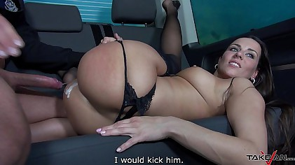 Takevan - Spanish toreador Pablo Ferrari take Mea Melones taxi ride