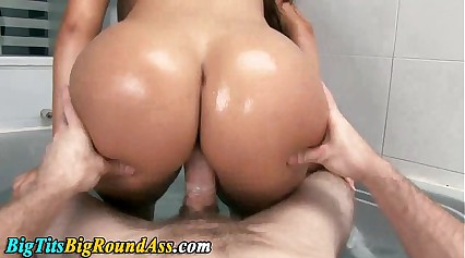 Curvy booty babe fucked