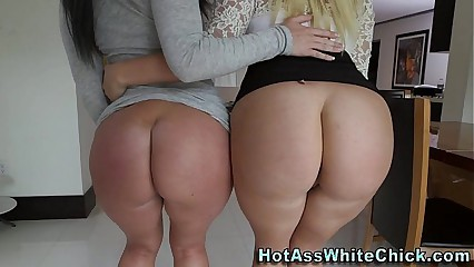 Big ass babes in threeway