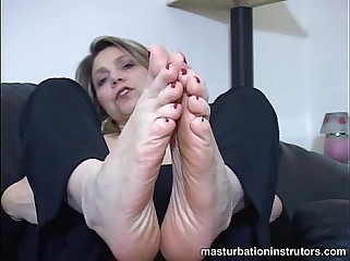Mature chick foot masturbation instructions