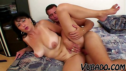 MATURE WOMAN FUCKS WITH YOUNG STUD !!