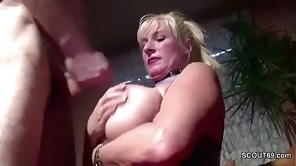 Die Geile MILF Nachbarin mit den Dicken Titten gefickt