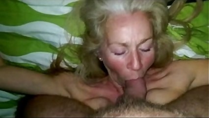 Sexdatingmilfs.net Hot sucking MILF amazing!