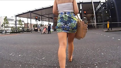 Gostosa de mini saia