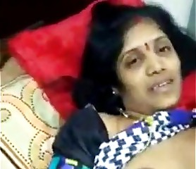 visha rathi mom fingeried