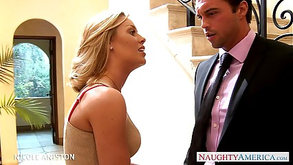 Sexy blondie Nicole Aniston gets nailed
