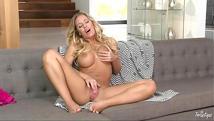 Nicole Aniston in Elegance In Motion