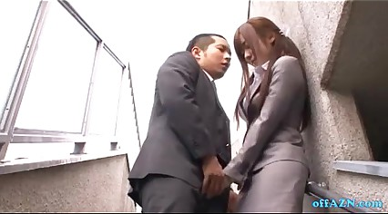 Office Lady Giving Blowjob For Guy Cum To Mouth Spitting Semen To Palm Outside O