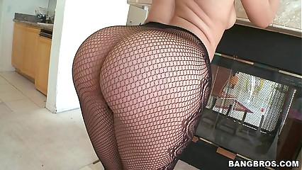 PAWG Super Booty Annika Albrite