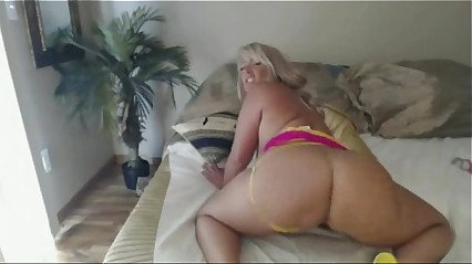 Sexy Californian Milf Pwag Shake on live Cam