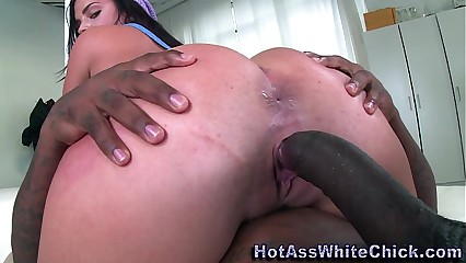 Booty babe cunt creampied