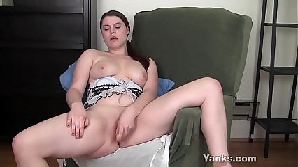 Yanks Brunette LeAnne Fucks Her Yellow Toy