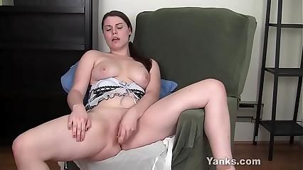 Yanks Brunette LeAnne Fucks Her Yellow Toy