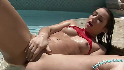 Bikini Teen Noelle In An Outdoor Pool