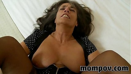 mature milf gets fucked in her pantyhose