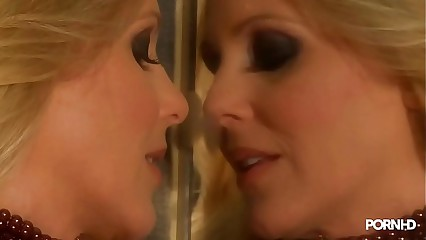 тЄ Gorgeous Blonde MILF Goddess Julia Ann mirror lick