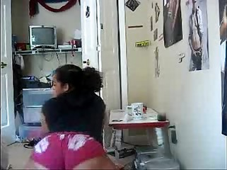 Thick Black Babe Shaking Her Ass - spankbang.org