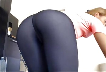 Hot Pink Pussy Works Out and Strips Her Yoga Pants - Whole Video @ FappyCams.com