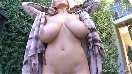 Kelly Madisons Big Tits On Full Display