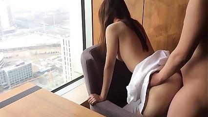 羞耻的姐姐跪在窗户前被我操!