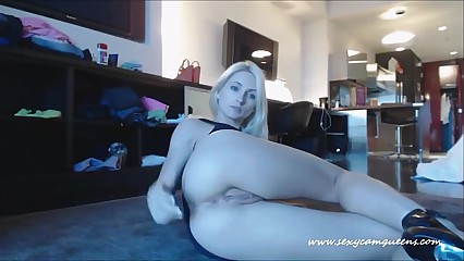 Sexy Blonde Striptease