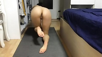 Chinese Girl Masturb after Yoga in the Dorm. Watch more: http://123link.vip/hNC88n