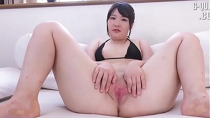 JAV - Yuna Uryû The vagina is very big,ruddy and beautiful