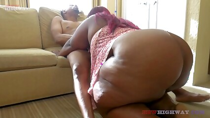 don prince bangin huge booty bbw mom on her couch part1