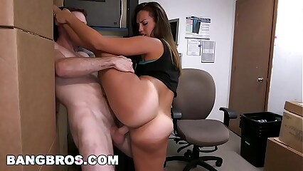 Kelsi Monroe Has a Super Big Ass and It Is Amazing (brf12082)