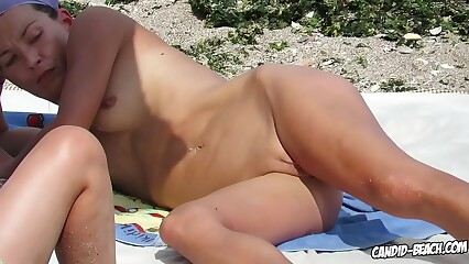 hot and sweatty pussy nudist milfs  beachvoyeur spycamera