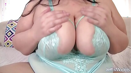 Becki Butterfly Big Tits and Big Butt uses sex toys