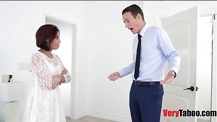 Fucking my stepmom before her wedding in her wedding dress