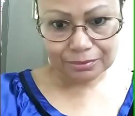 Vieja dominicana de 59 se le marca la vulva toto grande