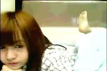HOT CHINESE GIRL STRIPTEASE ON WEBCAM