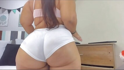 Chubby woman show her big booty 2