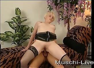 My chubby girlfriend fucks anal