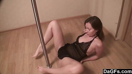 Pole Dancing Girlfriend Makes A Great Show